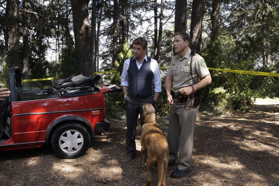 Wird  Patrick Jane (Simon Baker, l.) der Lösung des neuen Falles näherkommen? - Bildquelle: Warner Bros. Television