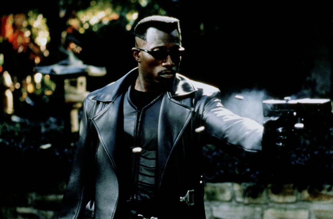 Blade (Wesley Snipes) ist gewappnet für den Kampf gegen die zahllosen Blutsauger ... - Bildquelle: New Line Cinema