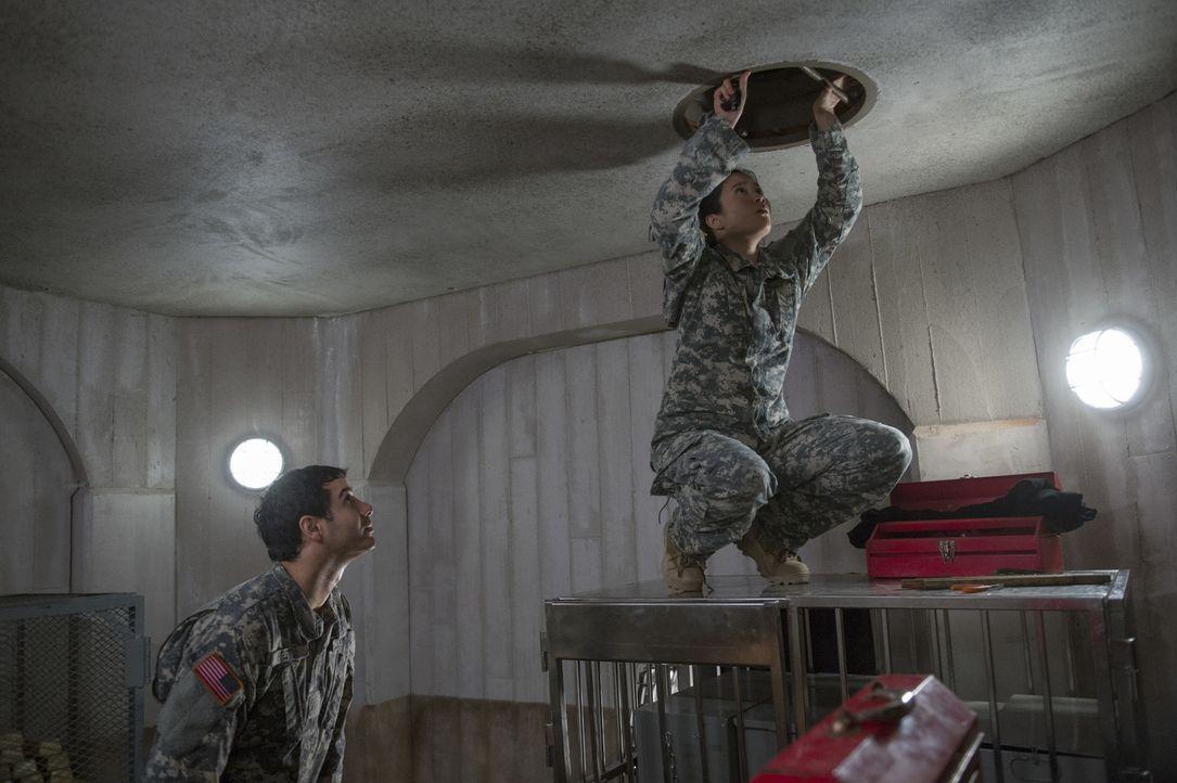 Walter (Elyes Gabel, l.), Happy (Jadyn Wong, r.) und der Rest des Scorpion Teams sollen aus Fort Knox ein Artefakt klauen, um dem Weißen Haus zu bew... - Bildquelle: Neil Jacobs 2016 CBS Broadcasting, Inc. All Rights Reserved.