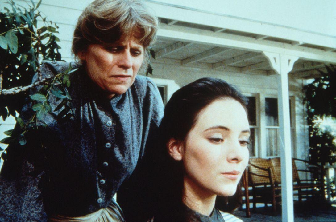 Helen Crane (Mariclare Costello, l.) versucht, ihre blinde Adoptivtochter Annie Crane (Madeline Stowe, r.) zu überreden, den Hass auf ihre leiblich... - Bildquelle: Worldvision