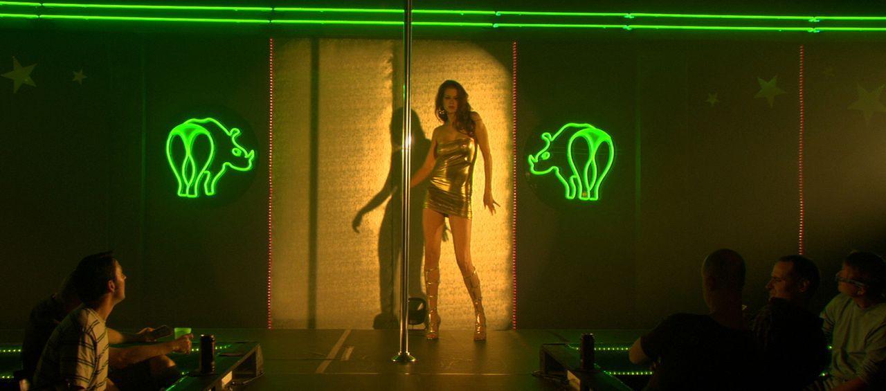 Lässt sich auf einen Zombievirus ein, um als Stripperin mehr Erfolg zu haben: Sox (Penny Drake). Dummerweise führt kein Weg zurück aus dem Untoten-D... - Bildquelle: 2007 Worldwide SPE Acquisitions Inc. All Rights Reserved.