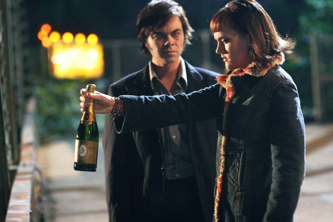 Sandra Holloway (Elaine Hendrix, r.) hat keine Ahnung, dass ihr verstorbener Freund Marty (Jed Rees, l.) neben ihr steht ... - Bildquelle: ABC Studios