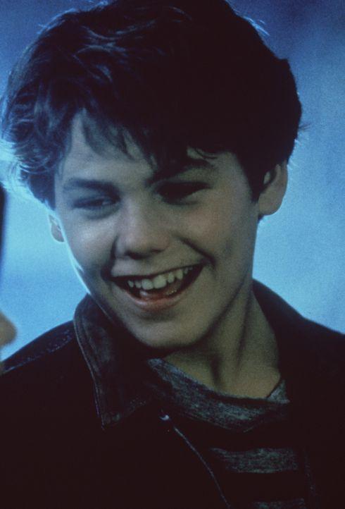 Bastian (Jason James Richter) freut sich sehr, als er nach langer Zeit all seine Freunde aus Phantásien wieder sieht ... - Bildquelle: Warner Bros.