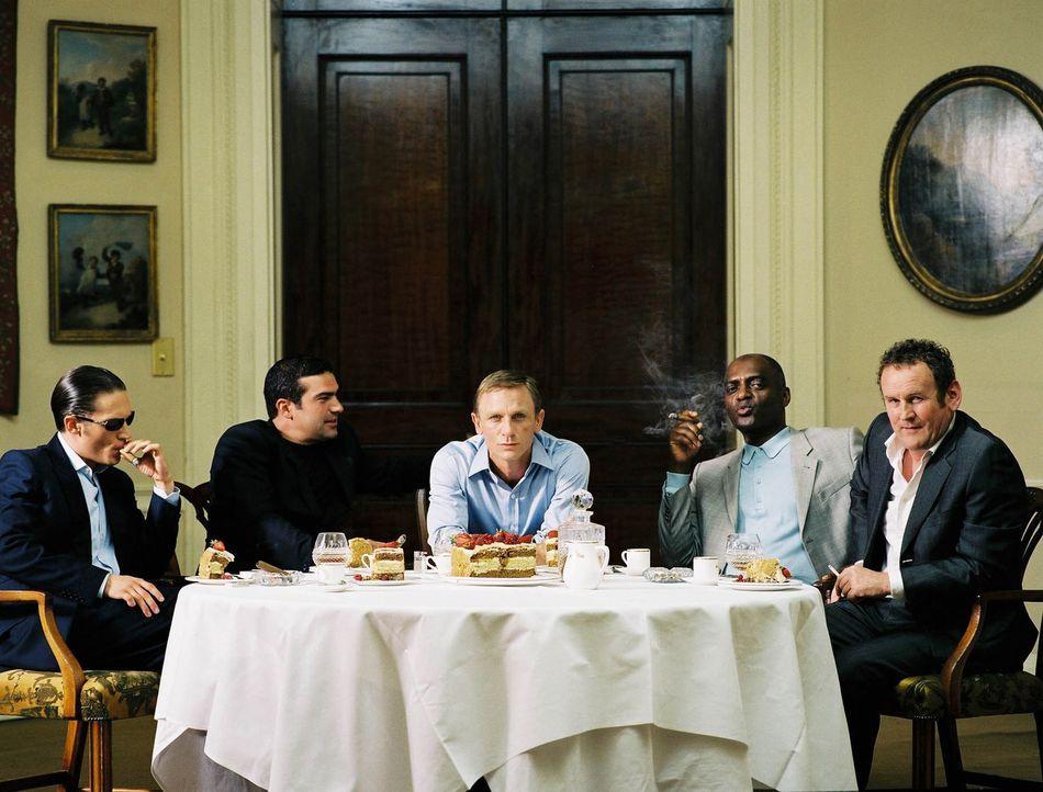 Ein Drogendealer (Daniel Craig, M.) muss sein ganzes Geschick einsetzen, damit ihm der Rückzug aus dem tödlichen Geschäft gelingt ... - Bildquelle: 2004 Columbia Pictures Industries, Inc. All Rights Reserved.