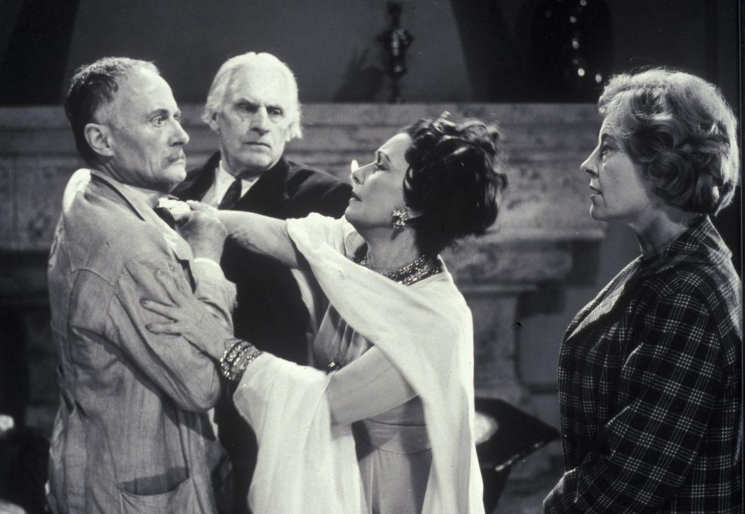 Dr. Tappat (Rudolf Fernau, l.), Mr. Shaddle (Fritz Rasp, 2.v.l.) und Mary Pinder (Marianne Hoppe, r.) haben alle Mühe, die aufgebrachte Gräfin (Li... - Bildquelle: Constantin Film