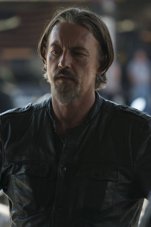 Jax kann sich der Unterstützung von Chibs (Tommy Flanagan) sicher sein, aber nicht allen, denen er vertraut, kann er wirklich vertrauen ... - Bildquelle: 2012 Twentieth Century Fox Film Corporation and Bluebush Productions, LLC. All rights reserved.