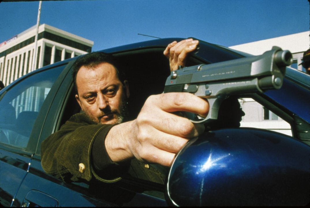 Der Franzose Vincent (Jean Reno) ist das Organisationstalent des Teams. Egal was gebraucht wird, er kann es auftreiben .. - Bildquelle: 1998 United Artists Pictures Inc. All Rights Reserved.