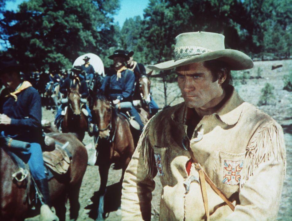 Der erfahrene Trapper Kelly (Clint Walker, r.) weigert sich, mit der Kavallerie gegen die Indianer zu kämpfen ...