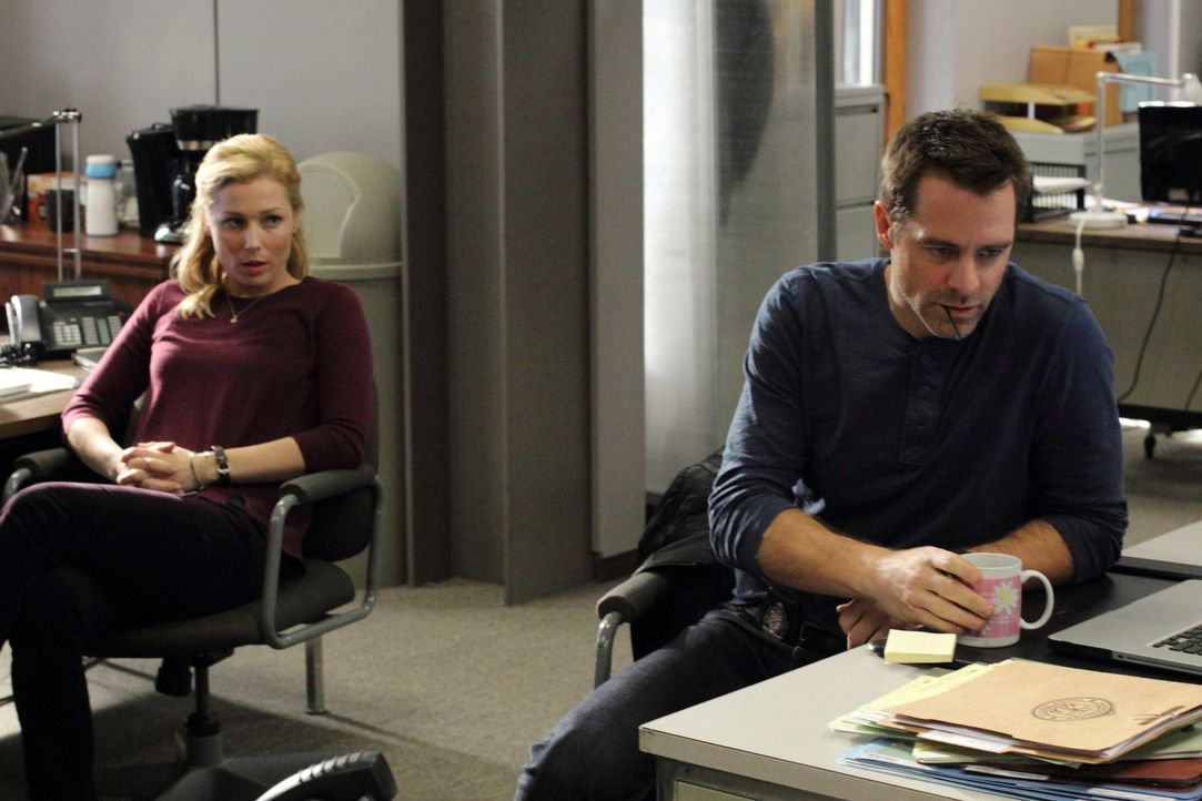 Diesmal haben es Detective Aidan Black (David Sutcliffe, r.) und die forensische Psychiaterin Dr. Daniella Ridley (Stefanie von Pfetten, l.) mit ein... - Bildquelle: Stephen Scott CBC 2013