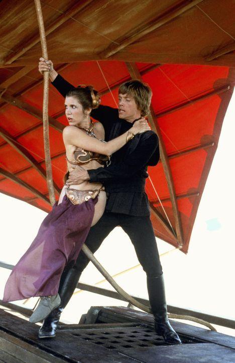 Um den im Bau befindlichen neuen Todesstern zu zerstören, müssen Leia (Carrie Fisher, l.) und Luke (Mark Hamill, r.) den lebensgefährlichen Kampf ge... - Bildquelle: TM & © 2015 Lucasfilm Ltd. All rights reserved.