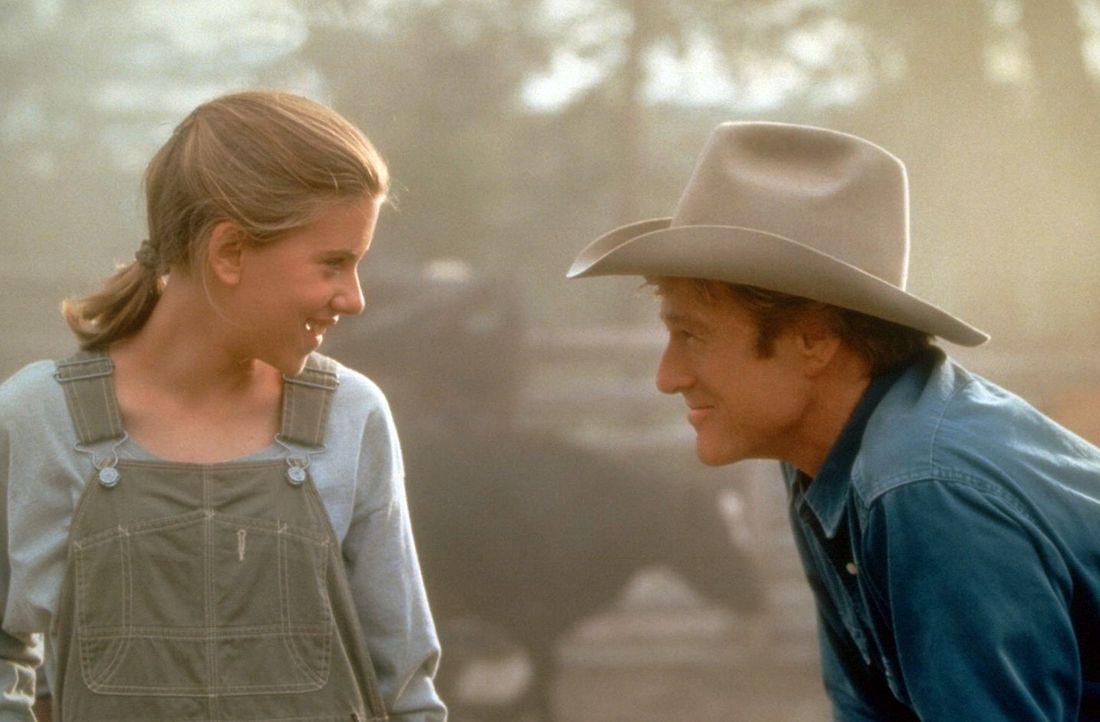 Schnell freundet sich Grace MacLean (Scarlett Johansson, l.) mit dem Pferdeflüsterer Tom Booker (Robert Redford, r.) an ? - Bildquelle: Touchstone Pictures