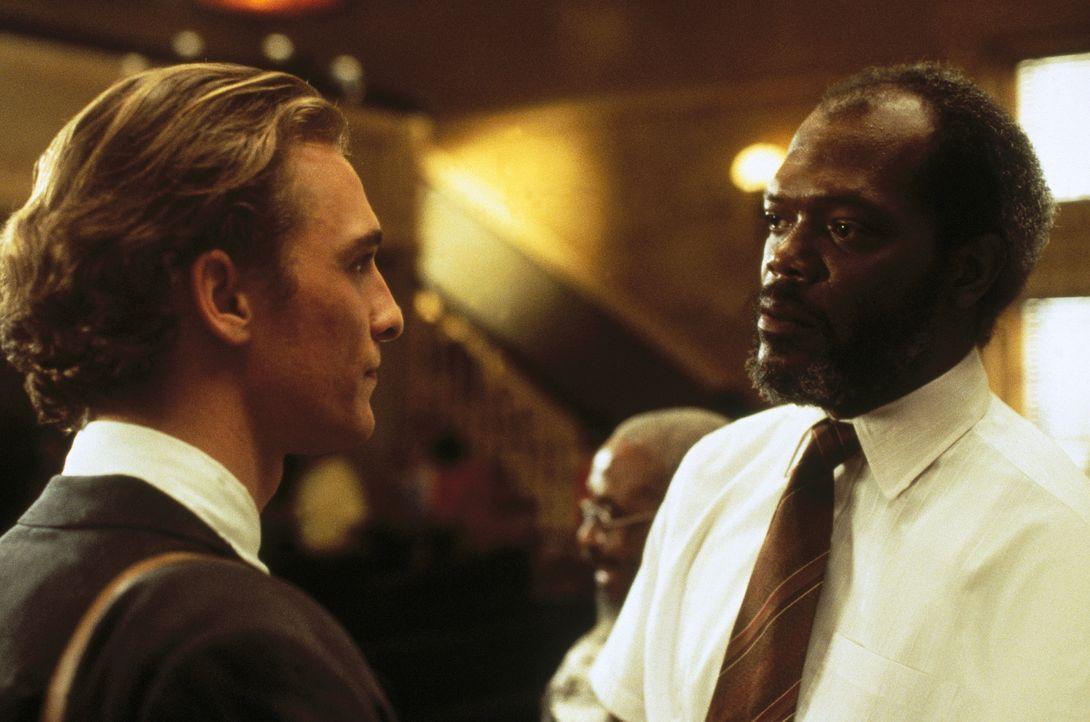 Macht sich und seinem Klienten Brigance (Matthew McConaughey, l.) nur wenig Hoffnung auf einen fairen Prozess: Verteidiger Jake ... - Bildquelle: Warner Bros.