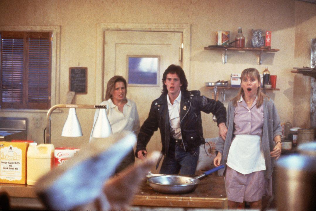 Meg (Shawnee Smith, l.), Brian (Kevin Dillon, M.) und Fran (Candy Clark, r.) können kaum glauben, was sie da sehen ... - Bildquelle: Sony 2007 CPT Holdings, Inc.  All Rights Reserved.