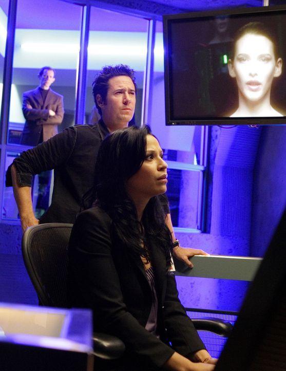 Bei ihren Ermittlungen bringen Amita (Navi Rawat, vorne) und Don (Rob Morrow, hinten) erstaunliches an Licht ... - Bildquelle: Paramount Network Television