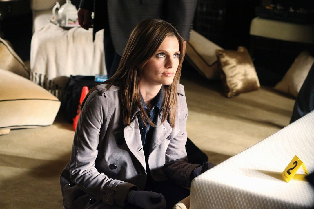 Nimmt den Tatort genau unter die Lupe: Kate Beckett (Stana Katic) - Bildquelle: 2010 American Broadcasting Companies, Inc. All rights reserved.