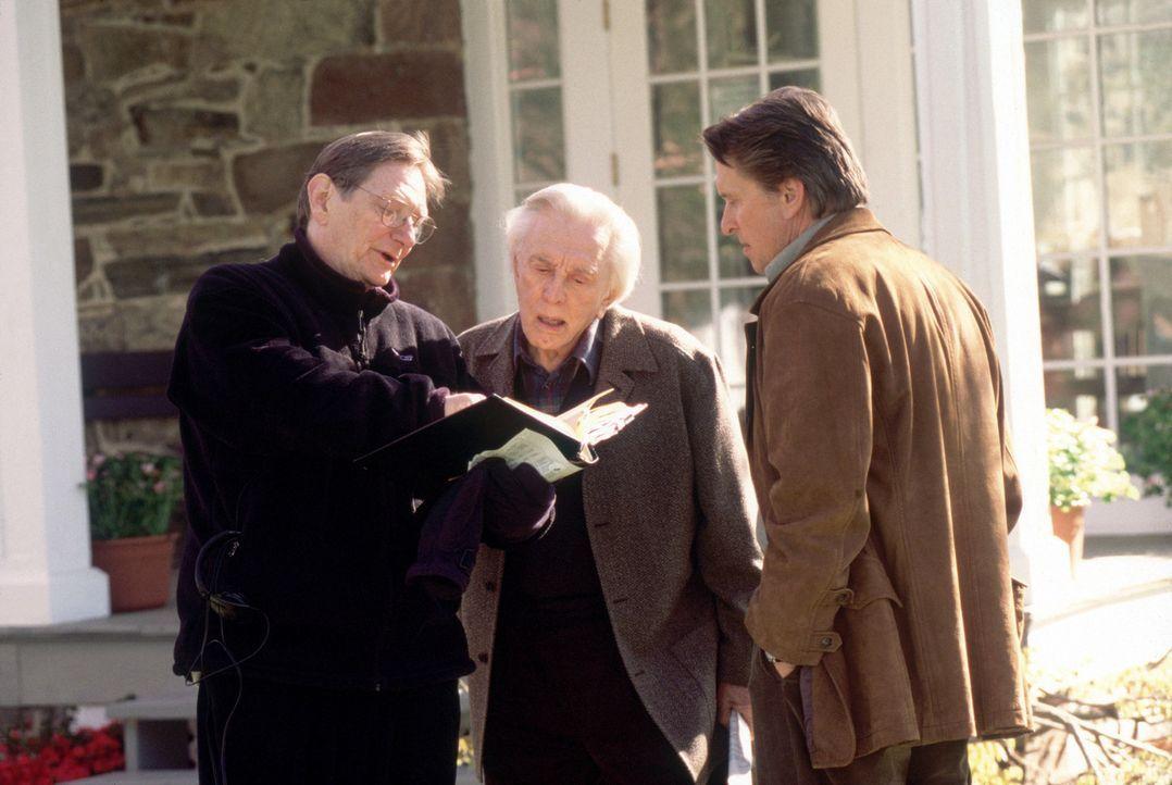 Regisseur Fred Schepisi, l. mit Kirk, M. und Michael Douglas, r. - Bildquelle: Buena Vista International