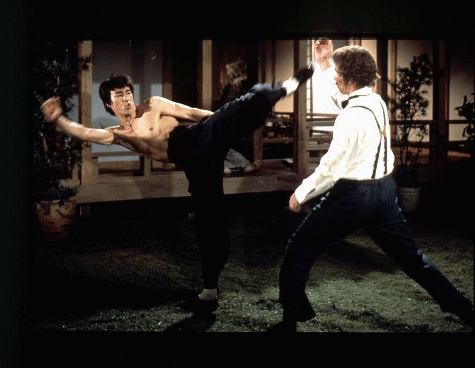 Cheng Li (Bruce Lee, l.) - Bildquelle: 2019 Universum Film GmbH