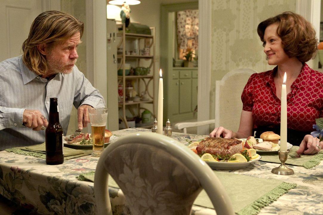 Auch nach dem ungewöhnlichen Sex verstehen sich Frank (William H. Macy, l.) und Sheila (Joan Cusack, r.) ... - Bildquelle: 2010 Warner Brothers
