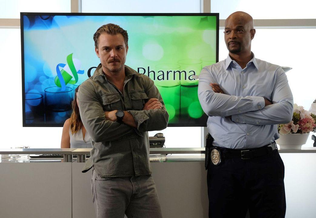 Als der ehemalige Elitesoldat Chad Jackson in Los Angeles Amok läuft, wird der Fall Murtaugh (Damon Wayans, r.) und Riggs (Clayne Crawford, l.) über... - Bildquelle: 2016 Warner Brothers