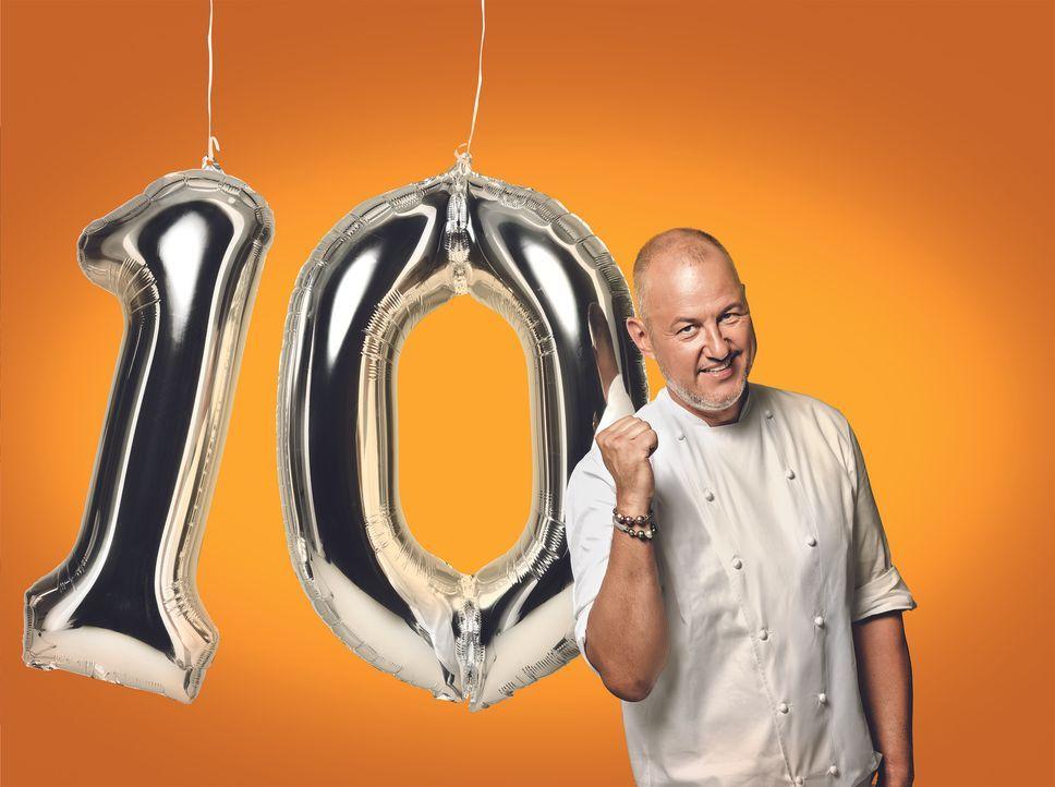 (10. Staffel) - Wenige Gäste, langweiliges Essen und keine Motivation? Sternekoch Frank Rosin lässt auch in der zehnten Staffel nicht nur die Gläser... - Bildquelle: Günther Philipp kabel eins