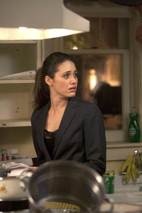 Die Hilfe ihrer Mutter Monica ist für Fiona (Emmy Rossum) ein Segen, doch dann wird sie von Steve überrascht ... - Bildquelle: 2010 Warner Brothers