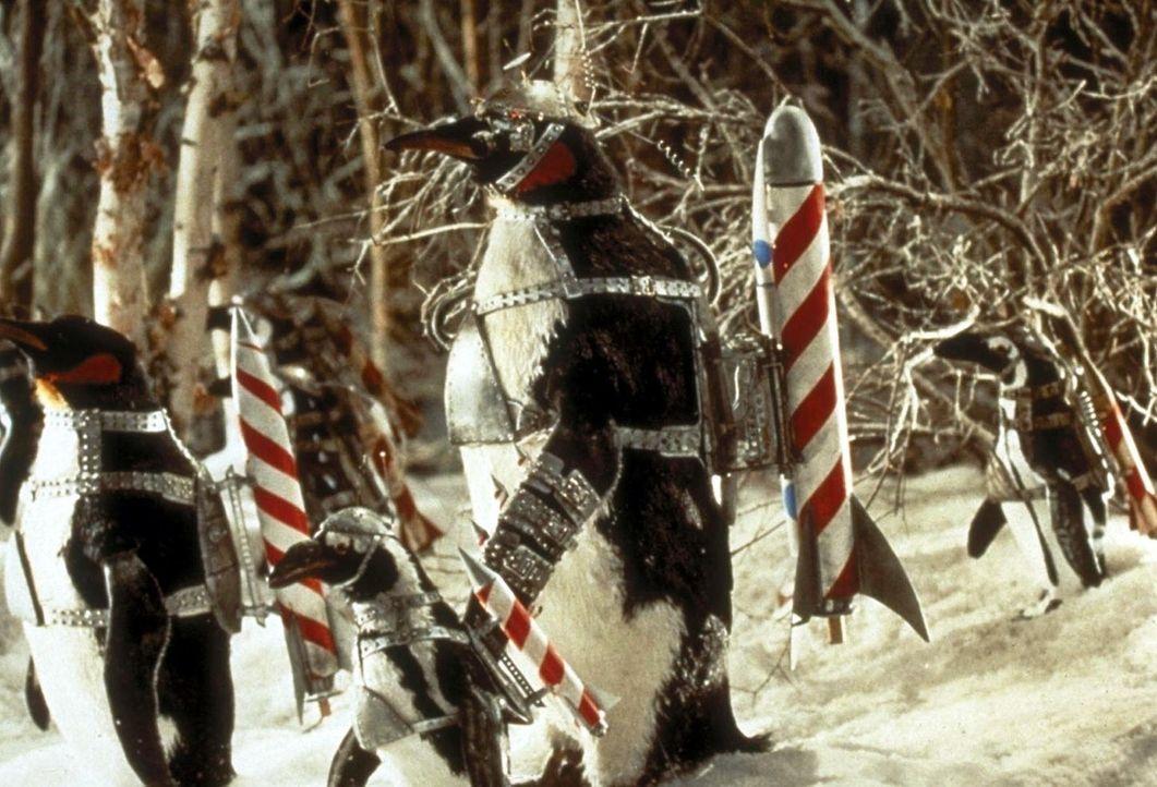 Eine Armee von Pinguinen, die alle bereit sind, auch die grausamsten Wünsche ihres Herren ohne zu zögern in die Tat umzusetzen, überflutet Gotham... - Bildquelle: Warner Bros.