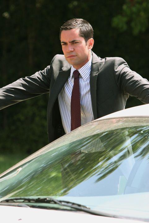 Bei seinen Ermittlungen gelangt Scott (Danny Pino) in Kreise, in denen männliche Vergnügungen alles, Frauen aber nichts gelten ... - Bildquelle: Warner Bros. Television