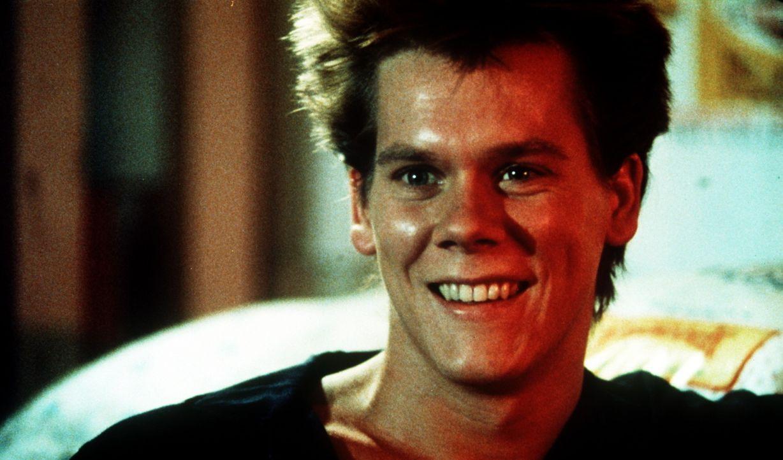 Noch hat Ren McCormack (Kevin Bacon) gut Lachen, denn er hat keine Ahnung, was der Umzug von Chicago ins Provinznest Bomont wirklich bedeutet ... - Bildquelle: Paramount Pictures