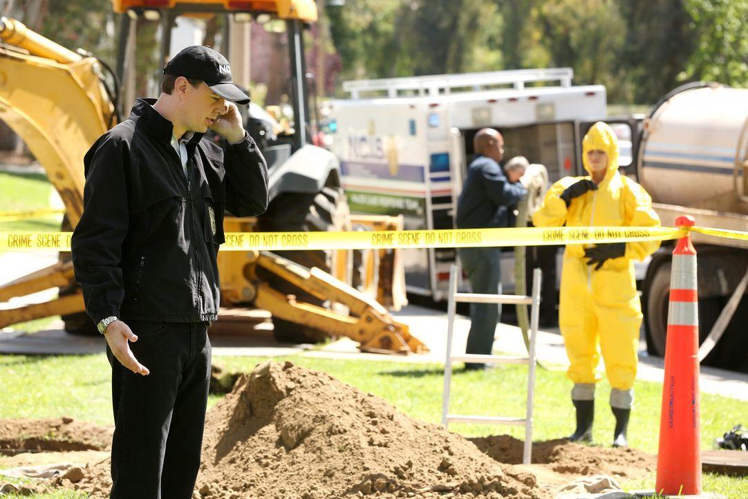 Während Tony nach Frankreich reist, um einen Geheimauftrag zu erledigen, scheint auch der Fall, mit dem sich McGee (Sean Murray, l.) und der Rest de... - Bildquelle: CBS Television