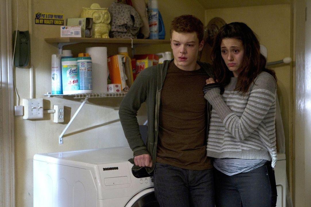 Können nicht glauben, was sie nach dem eigentlich schönen Thanksgivingabend vorfinden müssen: Ian (Cameron Monaghan, l.) und Fiona (Emmy Rossum, r.)... - Bildquelle: 2010 Warner Brothers