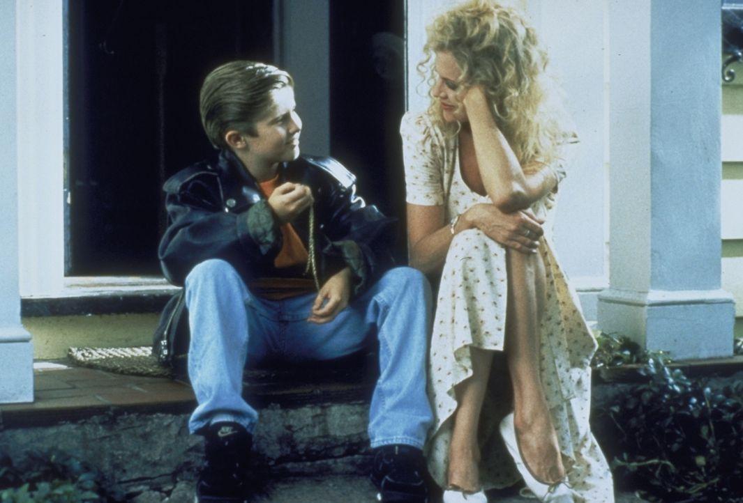 Das Verhältnis zwischen Frank (Michael Patrick Carter, l.) und V (Melanie Griffith, r.) wird immer intensiver ... - Bildquelle: Paramount Pictures