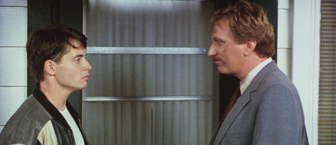 Der notorische Schulschwänzer Ferris (Matthew Broderick, l.) begibt sich auf einen kleinen Ausflug in die pulsierende Großstadt Chicago - dabei im... - Bildquelle: Paramount Pictures
