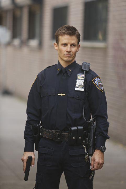 Während Jamie (Will Estes) sich mit dem Tod eines 14-Jährigen Gangmitglieds auseinandersetzen muss, untersuchen Danny und Maria den Mord an einem sp... - Bildquelle: 2013 CBS Broadcasting Inc. All Rights Reserved.