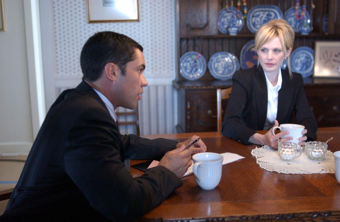 Det. Lilly Rush (Kathryn Morris, r.) und Det. Scott Valens (Danny Pino, l.) versuchen, etwas über einen Mordfall aus dem Jahre 1978 herauszufinden …... - Bildquelle: Warner Bros. Television