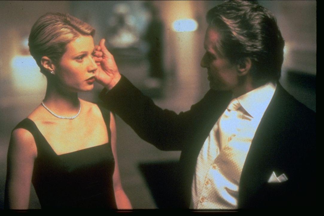 In der Ehe zwischen dem Börsenmakler Steven Taylor (Michael Douglas, r.) und der Millionenerbin Emily Bradford (Gwyneth Paltrow, l.) stimmt es schon... - Bildquelle: Warner Brothers International Television Distribution Inc.