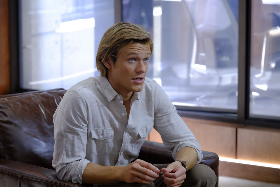 Ein etwas anderer Held: MacGyver (Lucas Till) ... - Bildquelle: Guy D'Alema 2016 CBS Broadcasting, Inc. All Rights Reserved / Guy D'Alema