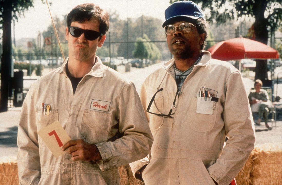 Nach einem verlorenen Oldtimer-Rennen will sein Besitzer ihn verschrotten. Zum Glück rettet Mechaniker Hank (Bruce Campbell, l.) den pfiffigen Volk... - Bildquelle: WALT DISNEY COMPANY