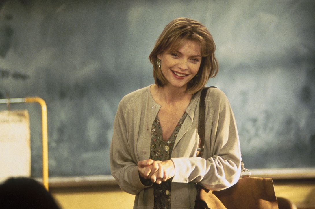 Ex-Marine-Soldatin LouAnne Johnson (Michelle Pfeiffer) steht vor ihrem schwersten Einsatz: Sie soll an der Parkmont-High-School Englischunterricht g... - Bildquelle: Hollywood Pictures