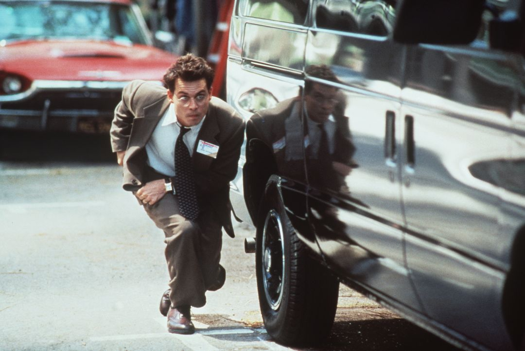Im Tausch gegen das Leben seiner Tochter soll der Steuerberater Gene Watson (Johnny Depp) ein Attentat begehen ... - Bildquelle: Paramount Pictures