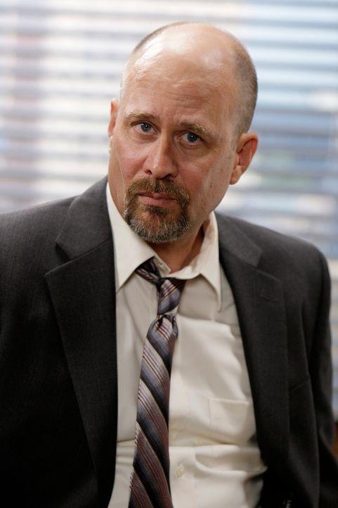 Bosco (Terry Kinney) übernimmt den für Patrick wichtigen Red John-Fall und gibt ihm klar zu verstehen, wie wenig er ihn schätzt. Außerdem geht er ni... - Bildquelle: Warner Bros. Television