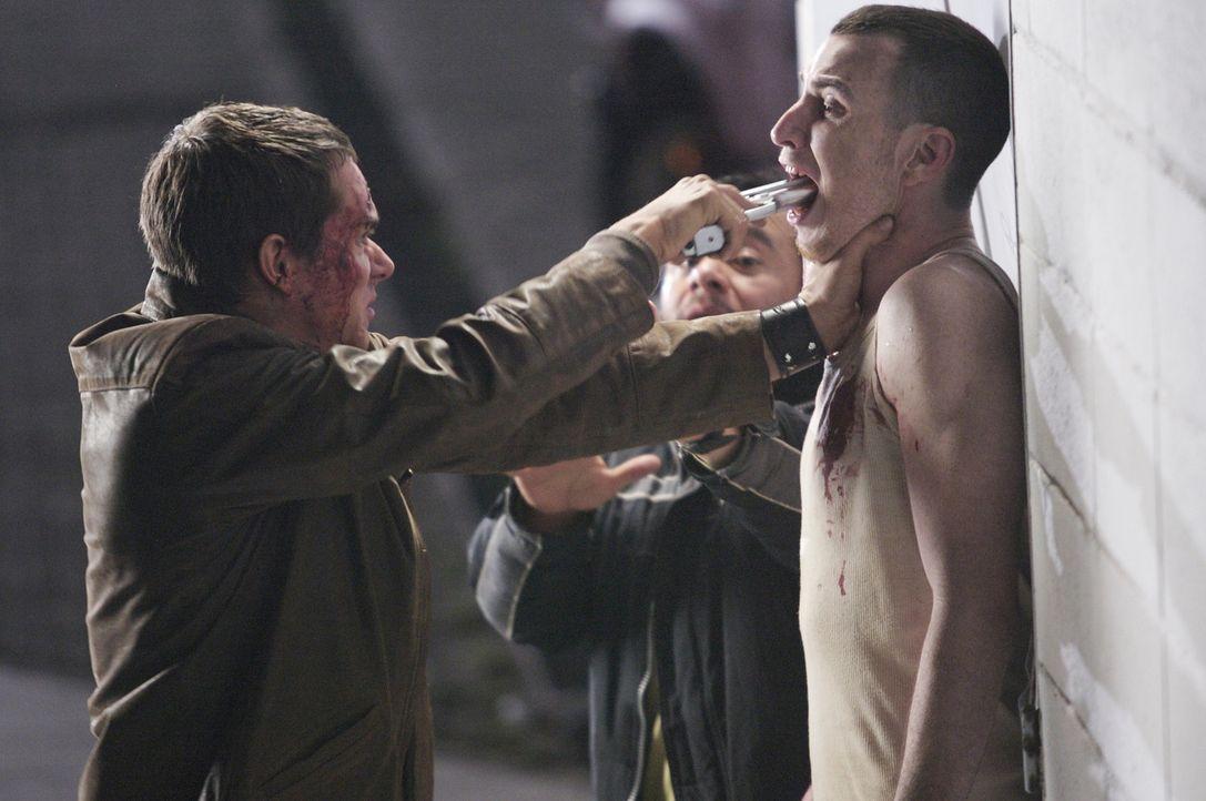 Gewalt ist manchmal eine Lösung: Erst spät erkennen Carlos (Tony Dalton, l.) und seine Freunde, dass sie nur eine Chance haben, wenn sie die Hinte...
