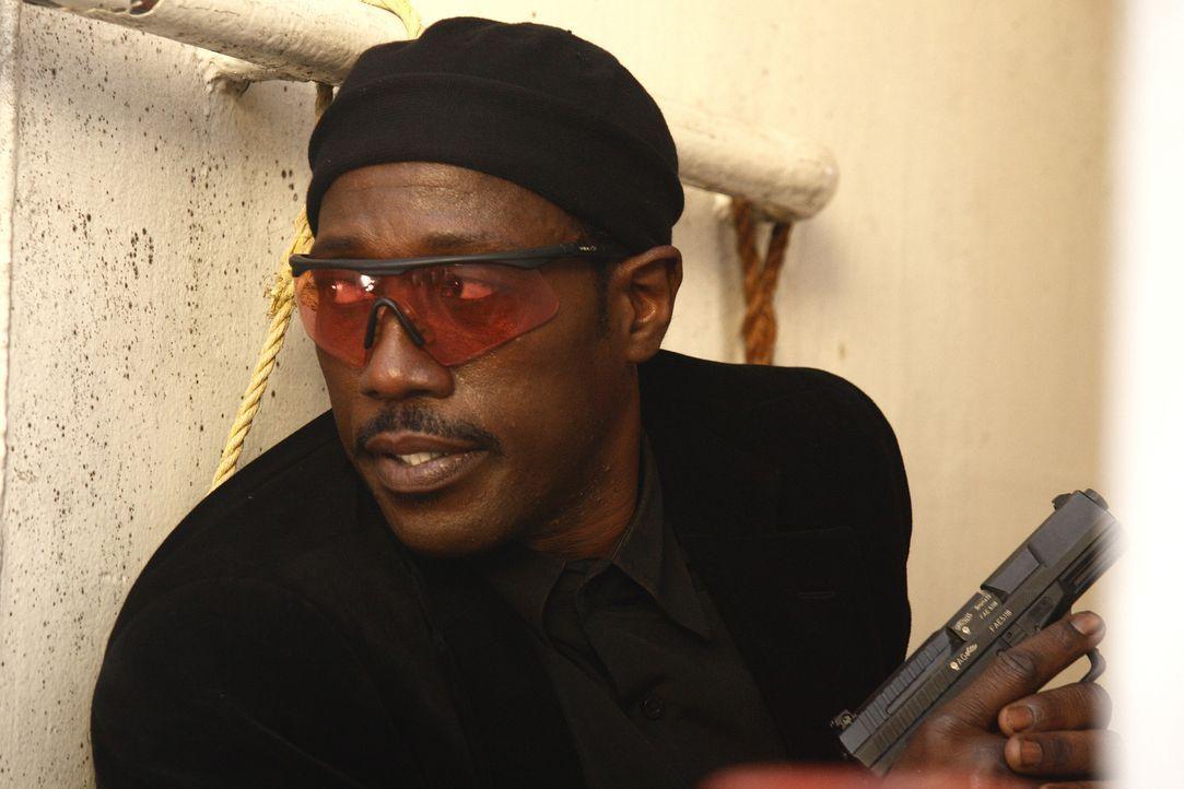 Als sich der Agent Neil Shaw (Wesley Snipes) aus seinem Versteck hervorwagt, um den Mord an seinem ehemaligen Mentor zu rächen, stößt er auf eine Sp... - Bildquelle: 2008 Operation Eagle Productions Inc. All Rights Reserved.