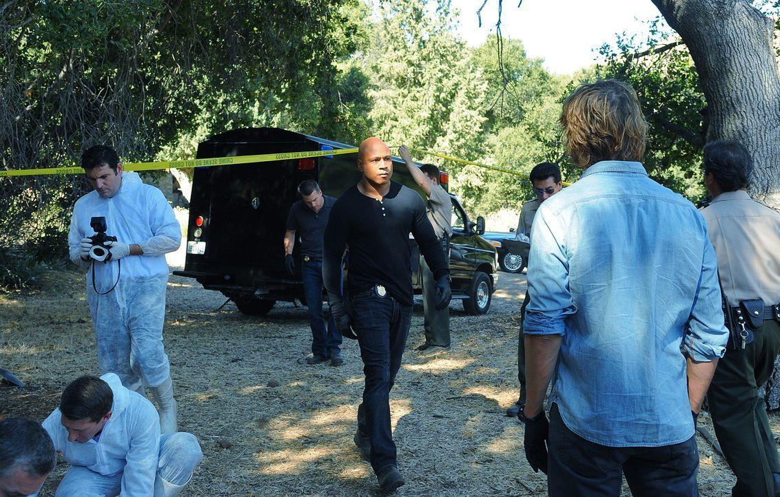 Commander Rehme wird ein Video zugespielt, das zeigt, wie seine Tochter lebendig in einer Holzkiste begraben wurde. Sam (LL cool J, M.) nimmt diesen... - Bildquelle: CBS Studios Inc. All Rights Reserved.