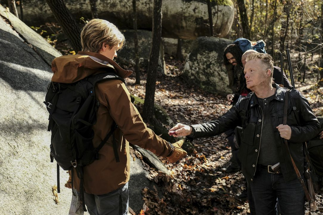 MacGyver (Lucas Till, l.); Giovanni (Justin Welborn, r.) - Bildquelle: Guy D'Alema 2018 CBS Broadcasting, Inc. All Rights Reserved / Guy D'Alema