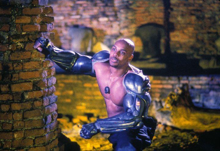 Auch Jax (Lynn Red Williams) steht Liu Kang im Kampf gegen den bösen Outerworld-Herrscher Shao-Khan bei ... - Bildquelle: Warner Bros.