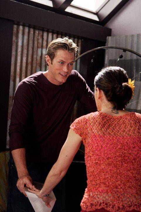 Phoebe (Alyssa Milano, r.) hat die Vision, dass sie Dex (Jason Lewis, l.) heiraten wird ... - Bildquelle: Paramount Pictures