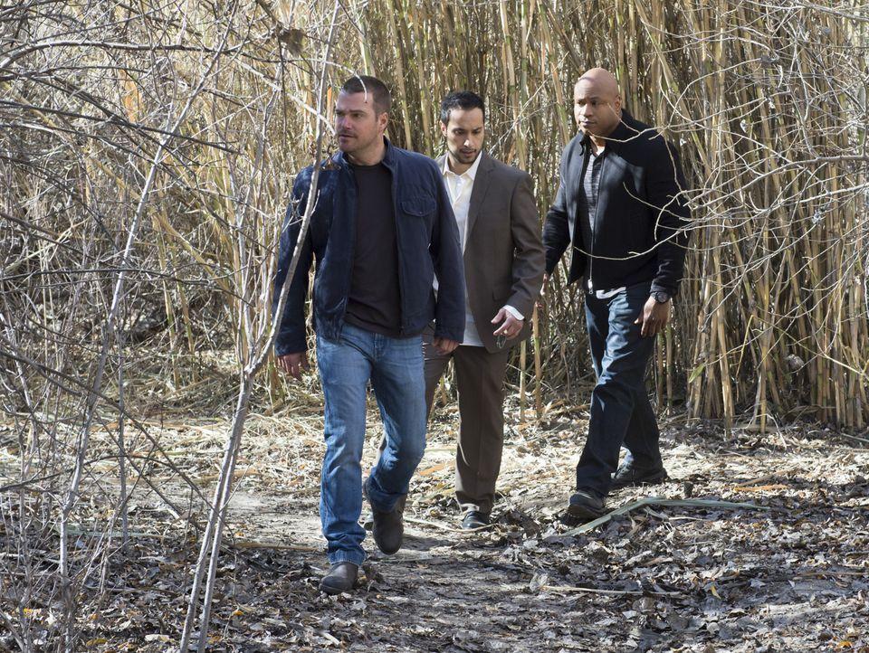 Callen (Chris O'Donnell, l.) und Sam (LL Cool J, r.) werden in eine Falle gelockt und von einer IS-Zelle, die in Los Angeles operiert, entführt. Dor... - Bildquelle: CBS Studios Inc. All Rights Reserved.