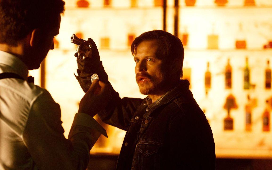 Malcolm (Kevin Rankin) fasst einen Plan, um Lucifer aus dem Weg zu räumen, bei dem jedoch Dan gar nicht gut weg kommt ... - Bildquelle: 2016 Warner Brothers