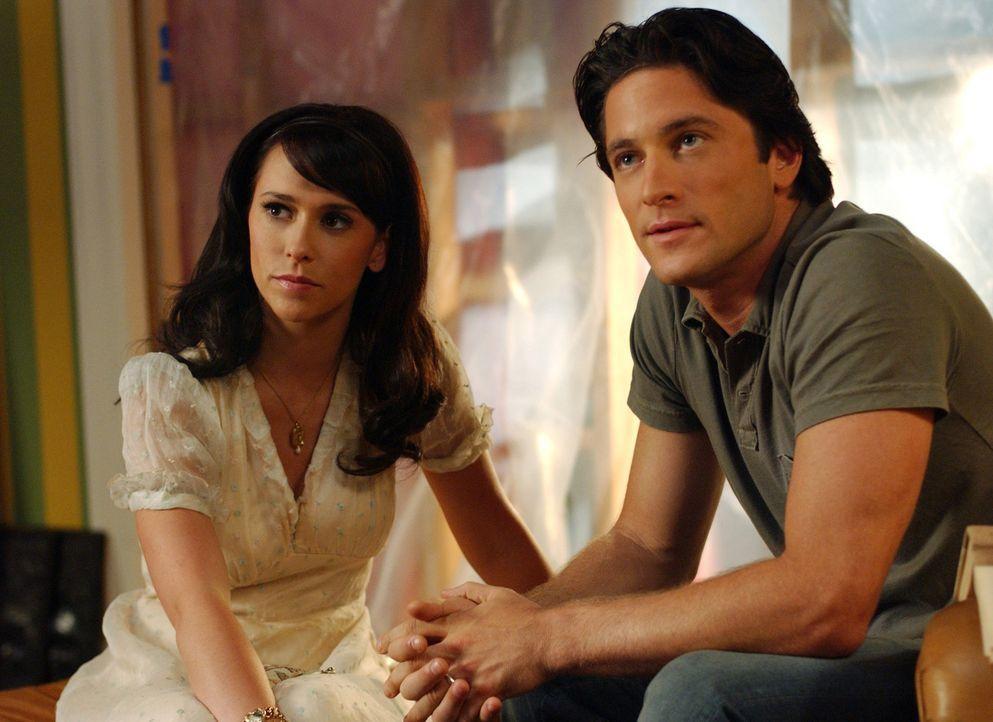 Jims (David Conrad, r.) verstorbener Bruder nutzt Melindas (Jennifer Love Hewitt, l.) Gabe, um mit ihm in Kontakt zu treten. - Bildquelle: ABC Studios