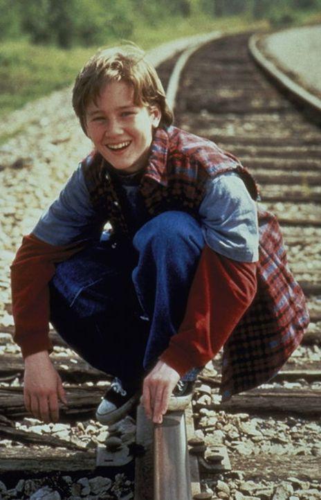 Endlich kann der kleine Matt (Tom Guiry) wieder lachen: In Lassie hat er den besten aller Freunde gefunden. - Bildquelle: Paramount Pictures